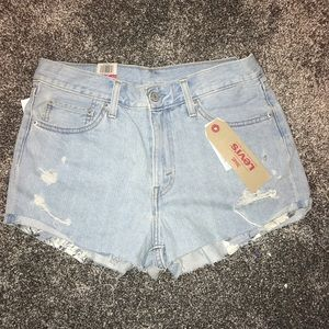Brand new high rise Levi shorts